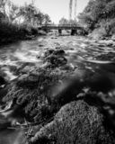 Waterfloe van rivier Krcic, dichtbij Knin, Kroatië royalty-vrije stock afbeelding