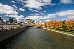 Waterfont em Montreal na queda foto de stock