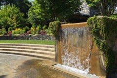 Waterfontein bij het Noorden Carolina Arboretum in Asheville stock fotografie