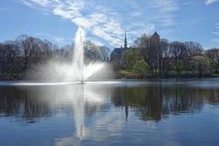 Waterfontein in het park Stock Afbeeldingen
