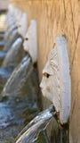Waterfonteinen in een Grieks Spili-bergdorp, Eiland Kreta Stock Afbeelding