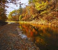 Waterford zatoczki Pstrągowa jesień Barwi odbicie Fotografia Stock
