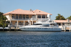 Waterfront home Royalty Free Stock Images