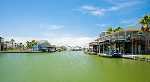 Free Waterfront Homes Stock Images - 40674104