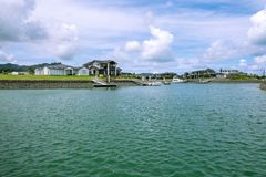 Waterfront houses with private boat jetties at Marsden Cove, nea Stock Photos