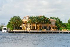 Waterfront mansion Royalty Free Stock Photography