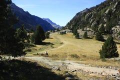 Waterfull i berg i den Tena dalen, Pyrenees Panticosa Royaltyfri Fotografi
