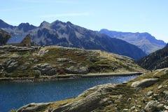 Waterfull i berg i den Tena dalen, Pyrenees Panticosa Arkivfoton