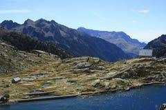 Waterfull i berg i den Tena dalen, Pyrenees Panticosa Royaltyfri Bild