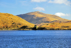 Waterhouse and Carnedd y Cribau across Llyn Llydaw Stock Photography