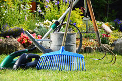 Watering can and tools in the garden Royalty Free Stock Photos