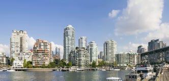 Waterkant die van Granville Island Bridge Vancouver BC leven Royalty-vrije Stock Afbeeldingen