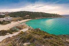 Waterkant en Rena Bianca-strand in Santa Teresa Gallura, Sardinige Italië Royalty-vrije Stock Foto