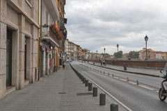 Waterkant van Arno-rivier in Pisa Royalty-vrije Stock Afbeeldingen
