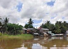 Waterkantlandschap in Laos stock fotografie