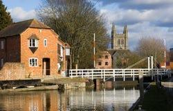Waterkering in Newbury, Berkshire Royalty-vrije Stock Foto