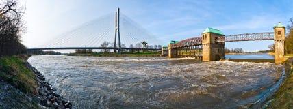 Waterkering op de Odra-rivier Stock Foto's