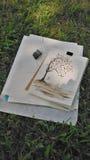Waterkleur het schilderen in het park Stock Foto