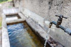 Waterkraan in het Italiaanse Dolomiet royalty-vrije stock afbeeldingen