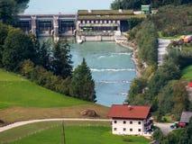 Waterkrachtcentrale op de rivier salzach Stock Foto