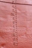 Waterline som markeras på shipen Arkivbild