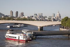 Waterloo-Brücke mit Kathedralen-Kirche St. Pauls, London Stockfotos