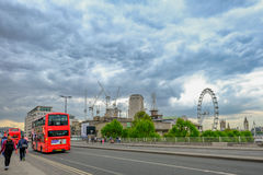 Waterloo bro, London, England - Maj 2, 2017: Sikt av roaen Royaltyfria Foton