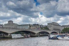 Waterloo bro och Thames River, London, England, Förenade kungariket Royaltyfri Foto