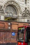 Waterloo stacyjny i czerwony autobus Zdjęcia Stock