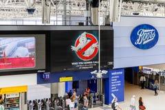 Waterloo station, en central London järnvägändstation royaltyfri foto