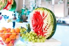 Watermellon aprikos och vita druvor royaltyfria bilder