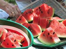 Watermeloen die bij een picknick wordt gediend Stock Foto