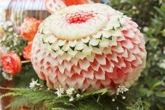 Watermeloen die in bloemvormen wordt gesneden Royalty-vrije Stock Afbeeldingen