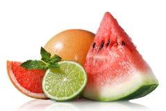 Watermeloen, grapefruit en kalk met munt royalty-vrije stock afbeeldingen