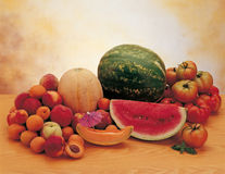 Watermeloen met fruit en groenten Stock Fotografie