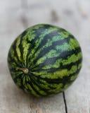 Watermeloen op een lijst stock afbeelding