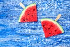 Watermeloen op een stok royalty-vrije stock afbeeldingen