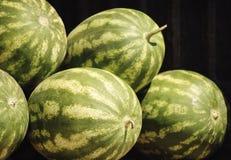 Watermeloenen in de Landbouwersmarkt Royalty-vrije Stock Foto