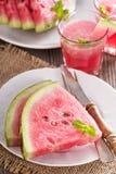 Watermeloenplakken op een plaat Stock Fotografie