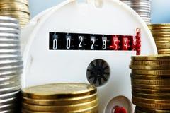 Watermeter en geld Betaling voor nut royalty-vrije stock foto's