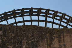 Watermill εκτός από τη ρωμαϊκή γέφυρα στην Κόρδοβα Στοκ φωτογραφία με δικαίωμα ελεύθερης χρήσης