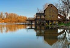 Watermill de madera histórico Imágenes de archivo libres de regalías
