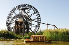 Watermill e barca Fotografia Stock Libera da Diritti