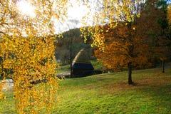 Watermill in het Landschap van de Herfst stock afbeeldingen