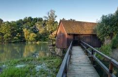 Watermill histórico en Eslovaquia. Pequeño Danubio. Fotografía de archivo