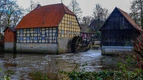 Watermill nära Schloss Rheda - Rheda-Wiedenbrà ¼ ck, Kreis Gà ¼tersloh, Nordrheinwestfalen, Deutschland/Tyskland Arkivfoton