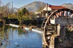 Watermill på skattskyldigt av den Trebishnjica floden royaltyfri bild