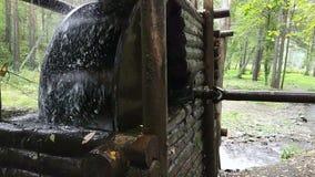 Watermill rústico con la rueda almacen de metraje de vídeo