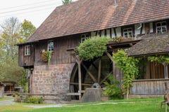 Watermill, zaagmolen in het meest forrest stock afbeeldingen