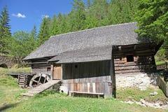 Watermolen bij Kvacianska-dolina - vallei in gebied Liptov, Slova stock afbeelding